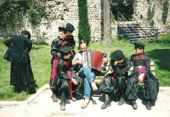 AVEC UN GROUPE DE DANSE D'ENFANTS GEORGIENS NICE 1995