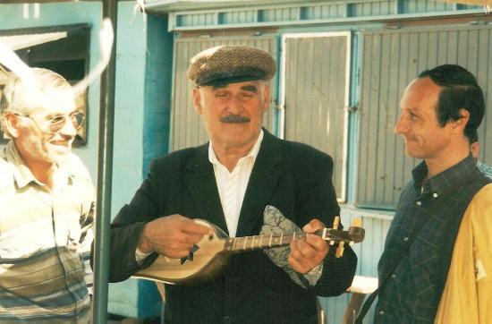 JOUEUR DE PANDOURI AU MARCHE DE TBILISSI 1996